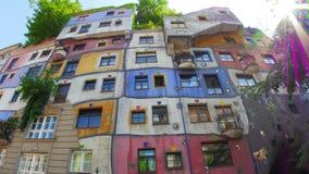 dziwaczny hundertwasser dom, Vienna, Austria, timelapse, zbliża wewnątrz, 4k zbiory wideo