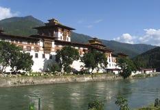 Dzong de Punakha da fortaleza em Butão Foto de Stock