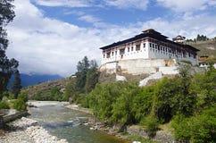 Dzong Rinpung Большие монастырь и крепость Drukpa Kagyu буддийский Paro стоковые фотографии rf