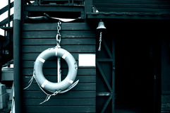 dzwonkowej log kabinowej stary morzem Zdjęcia Royalty Free