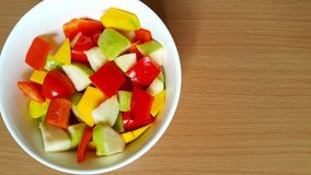Dzwonkowi pieprze, guava i mangowa mieszanka jako sałatka, fotografia royalty free
