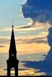 dzwonkowy chmurnego nieba zmierzchu wierza Zdjęcia Stock