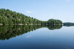 Dzwonkowy jezioro w Killarney prowincjonału parku Obrazy Royalty Free