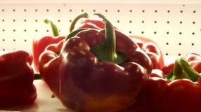 Dzwonkowy pieprz przy supermarket półką Zdjęcie Stock