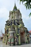 Dzwonkowy wierza antyk przy Watem Phraya Tham Worawihan obraz royalty free