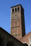 Dzwonkowy wierza Mediolan, Włochy - - Sant'Ambrogio kościół - Obrazy Stock