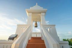 Dzwonkowy wierza przy Sichang wyspą w ranku Obraz Stock