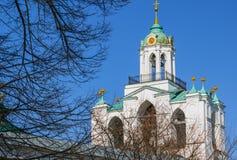 Dzwonkowy wierza wybawiciel transfiguraci katedra w Yaroslavl Fotografia Stock