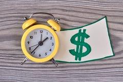 Dzwonu alarmowego zegarowy i dolarowy znak Zdjęcie Stock