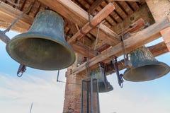 Dzwony na górze Torre delle Rudny zegarowy wierza, Lucca Włochy obrazy royalty free