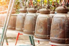 Dzwony wieszają wokoło w świątyni Zdjęcie Royalty Free