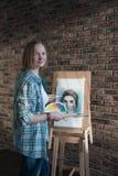 Żeńscy artystów remisy w pokoju Obraz Stock