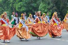 Żeńscy ludowi tancerze w kolorowym uzupełniali Zdjęcia Royalty Free