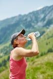 Żeńska śladu biegacza woda pitna Obraz Royalty Free