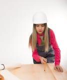 Żeńska cywilnego inżyniera pozycja obok stołu Fotografia Royalty Free