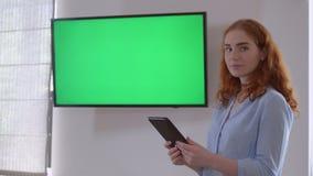 Żeńska daje prezentacja zdjęcie wideo