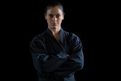 Żeńska karate gracza pozycja z rękami krzyżować zdjęcie royalty free