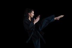 Żeńska karate gracza spełniania karate postawa obrazy royalty free