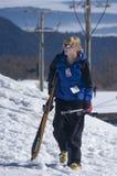 Żeńska narciarka w śniegu obrazy stock