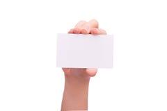 Żeńska nastoletnia ręka pokazuje pustą papierową kartę Obrazy Royalty Free