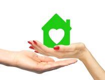 Żeńska ręka z małym modelem domu i mężczyzna ręka Obrazy Royalty Free