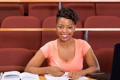 Żeński afrykański student uniwersytetu obraz royalty free
