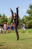 Żeński Baletniczy tancerz Pokazuje elastyczność W Atlanta Wabi Sabi występie zdjęcie royalty free