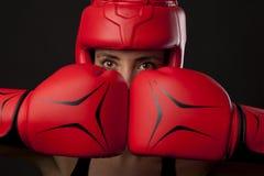 Żeński bokser w samoobrony posturze Obraz Royalty Free
