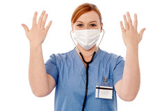 Żeński chirurg podnosi ona ręki Fotografia Royalty Free