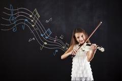 Żeński dziecko bawić się skrzypce Zdjęcia Stock