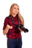 Żeński fotograf kłopot z kamerą - odizolowywającą na bielu zdjęcie stock