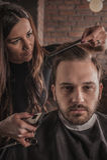Żeński fryzjer fryzury włosy mężczyzna obrazy stock