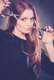 Żeński hairstylist fryzjer męski z nożycami Zdjęcie Stock