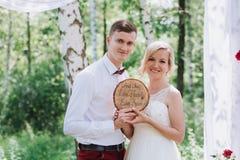 Żeński i męski portret Dama outdoors i facet Ślubna para w miłości, zakończenie portrecie państwo młodzi przy nami, młody i szczę Zdjęcie Stock