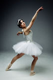 Żeński klasyczny baletniczy tancerz zdjęcia royalty free