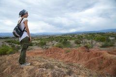 Żeński podróżnik przegapia Tatacoa pustynię fotografia royalty free