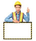 Żeński pracownik z ochrony wyposażeniem, pozuje za dużym bielem Zdjęcie Royalty Free