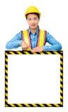 Żeński pracownik z ochrony wyposażeniem, pozuje za dużym bielem Obraz Stock
