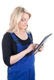 Żeński rzemieślnik, rzemieślniczka z cyfrową pastylką/ Zdjęcie Stock