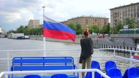 Żeński turysta na łódkowatej wycieczce, Moscow zbiory