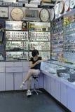 Żeński urzędnik sztuki telefon komórkowy Zdjęcie Royalty Free
