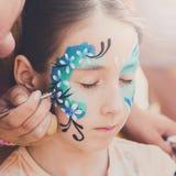 Żeńskiego dziecka twarzy obraz, robi motyla procesowi Obraz Stock