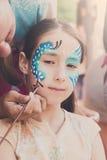 Żeńskiego dziecka twarzy obraz, robi motyla procesowi Zdjęcie Stock