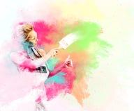 Żeńskiego pracownika farba ściana i pokazywać aprobaty Obrazy Royalty Free
