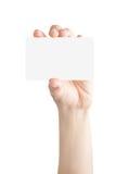 Żeńskiego ręka chwyta pusta karta Fotografia Stock