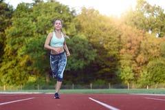 Żeńskiej atlety szkolenie dla rasy Zdjęcia Stock