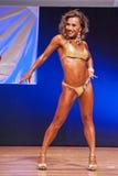 Żeńskiej postaci model pokazuje jej best przy mistrzostwem na scenie Zdjęcia Royalty Free