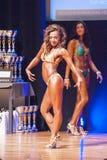 Żeńskiej postaci model pokazuje jej best przy mistrzostwem na scenie Obrazy Royalty Free