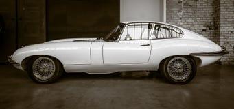 E型英国跑车的捷豹汽车(捷豹汽车XK-E) 免版税库存照片