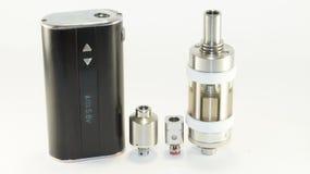 E香烟或vaping的设备在white_7 免版税库存图片